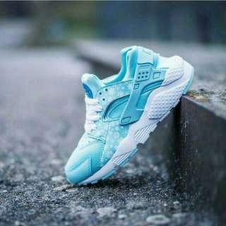Nike huarache run 冰雪奇緣配色