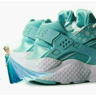 Nike huarache run 雪花武士 冰雪奇緣配色