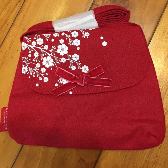 歐舒丹全新贈品-紅色櫻花小包