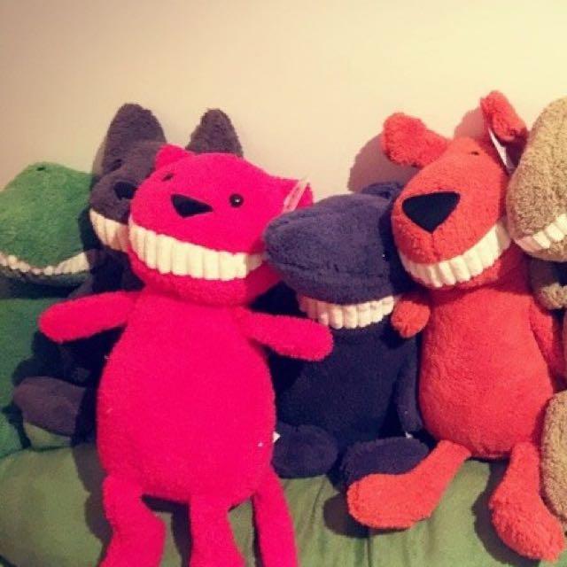 韓~微笑大牙恐龍鯊魚鱼猪狐狸玩偶寶貝安撫玩具