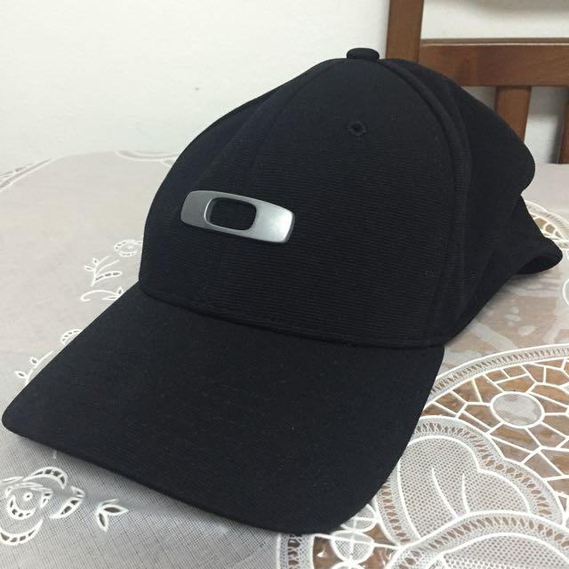 oakley classic low cap