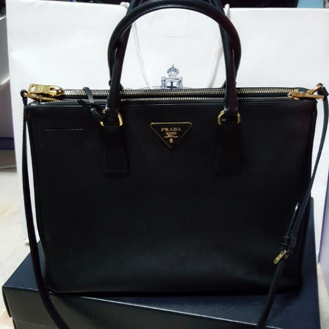 Prada Saffiano Medium Executive Tote Bag d4d1323c2fd87