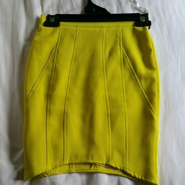 Sheike Size 6 Yellow Skirt