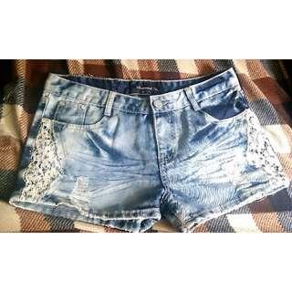 二手  特殊刷色 水鑽蕾絲裝飾 牛仔短褲 L