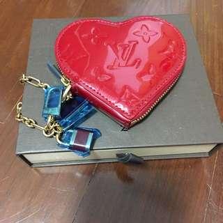 Louis Vuitton Authentic Pomme D 'Armour Monogram Vernis Red Heart Shape Bag Charm/Key Holder