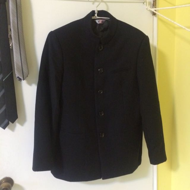 黑色唐裝(有點像日據時期的學生服)