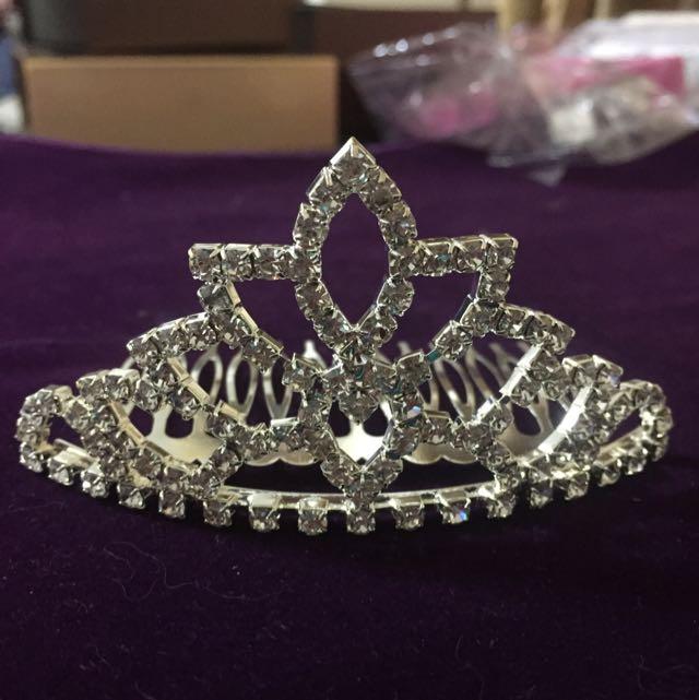 全新。新娘飾品。白鑽髮叉式小皇冠