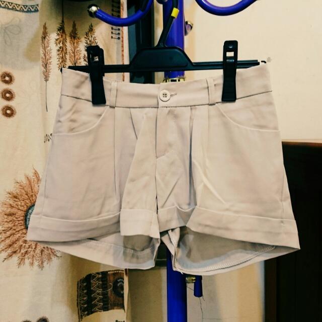 Air Space 淺米色反摺褲裙