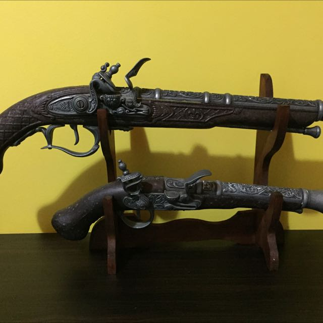 Display Guns From Ceasars