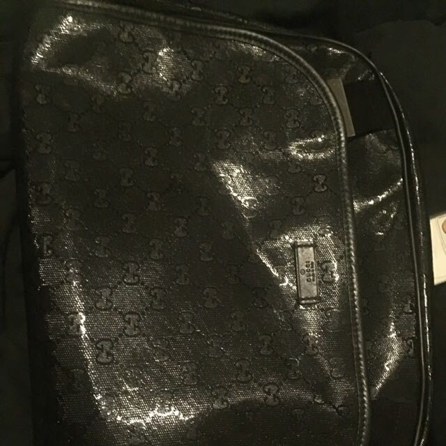 Gucci Sling Bag Come With The Dsth Bag.