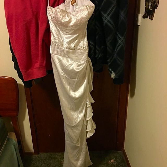 Reduced Wedding/Deb Dress