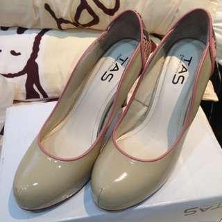TAS 米白拼接粉紅蛇皮紋氣質高跟鞋 24~24.5號