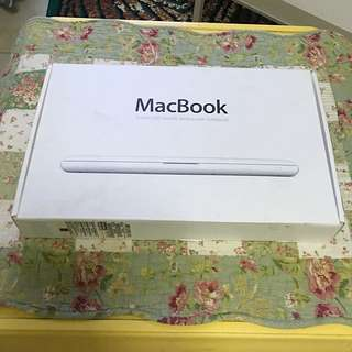 """Macbook 13.3"""" WHITE In very good condition"""
