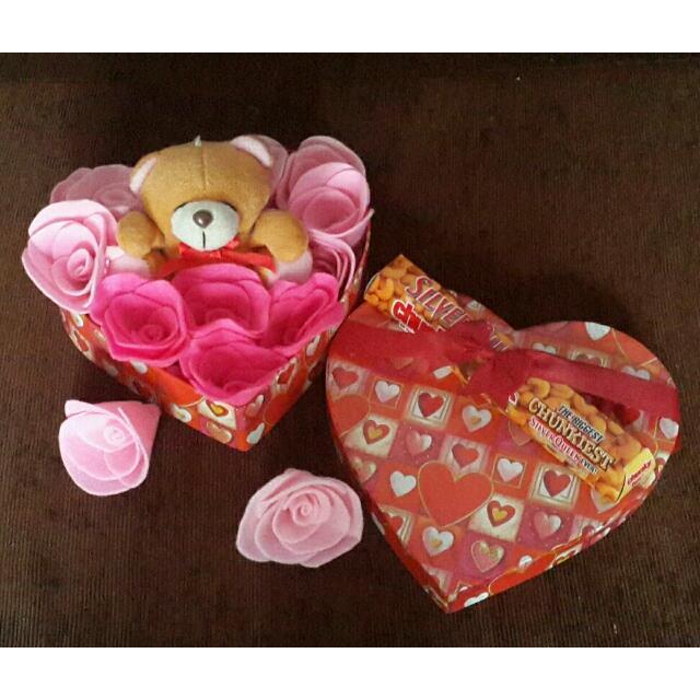 Kado Valentine (Boneka+felt flower+coklat)