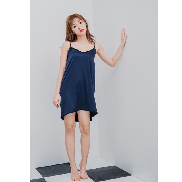 STARMIMI緞面滾蕾絲細肩帶V領洋裝 深藍S號