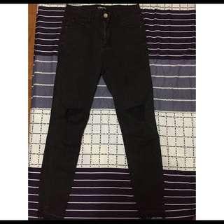 Vii&co 顯瘦款 破壞黑色單寧長褲