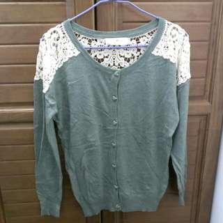 暗綠色蕾絲簍空針織外套