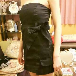 黑色挺版卡其布料腰綁帶平口抹胸雙口袋洋裝