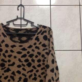 長版豹紋毛衣