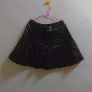 辣妹風皮傘狀短裙