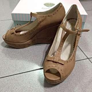 / 二手 / Grace Gift 楔形魚口雕花瑪莉珍鞋