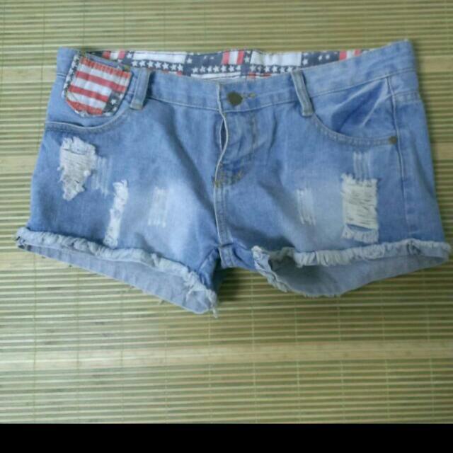 大降價✨(全新)刷破造型丹寧牛仔短褲