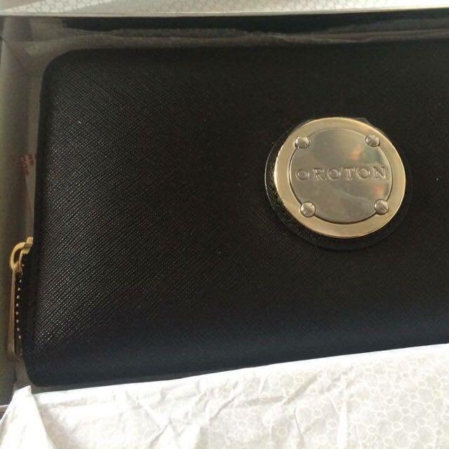 Oroton (2014) Large Multi Pocket Zip Around