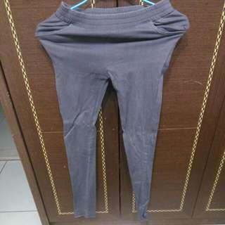 🚚 Qs灰色顯瘦窄管褲/S