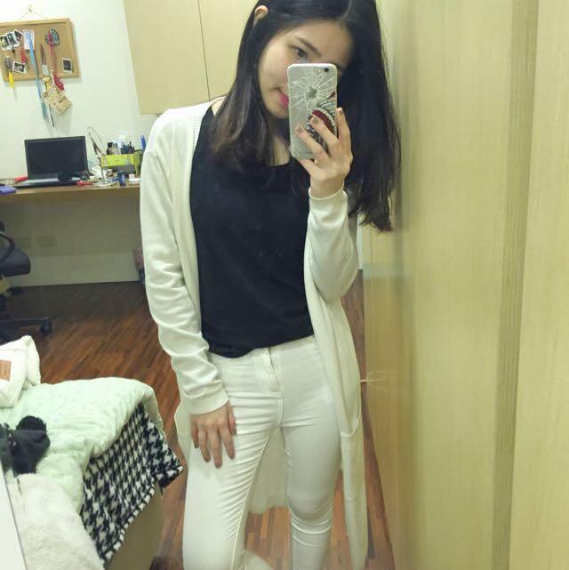 白色長版針織外套