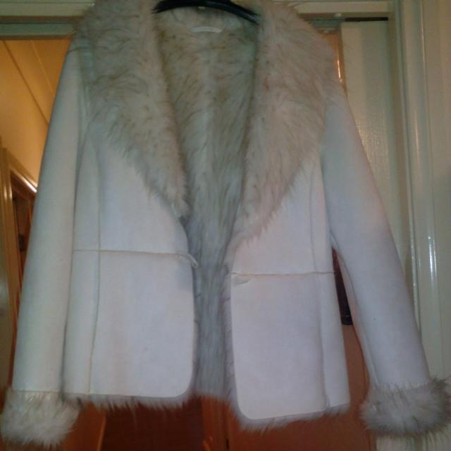 Cream Jacket Size 16 Great Condition Worn Once With One Button And Inner Acrylic Polyester Pockets As Well