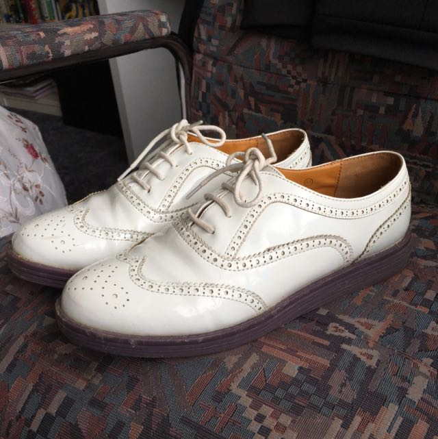 GASP! White Oxfords Size 8 US / 41 EUR