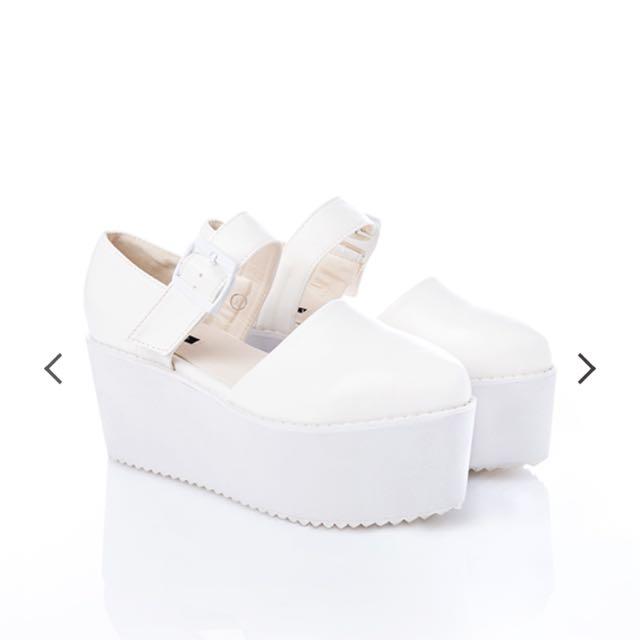 Pazzo 韓風實搭厚底釦環鬆糕鞋