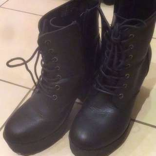 Black Therapy Boots Size 6