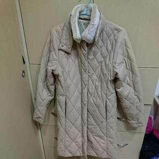 DKNY蓬蓬毛領可拆除菱格紋風衣外套