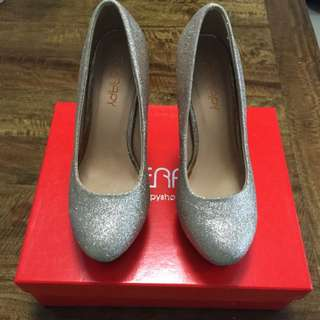 Therapy Gold Glitter shoe Size 5