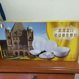 歐洲進口結晶強化餐具 (1)2中盤 3小盤 (2)兩大盤2小盤 兩組合購150