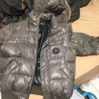 羽絨外套 很久以前新光三越買的還很新幾乎都沒再穿 照有拍牌子m號