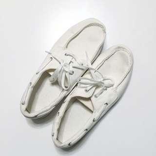 Uniqlo純白帆船鞋