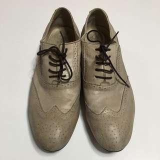Armani 卡其米色雕花牛津鞋