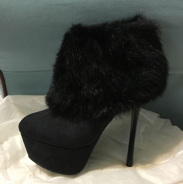 黑色貂毛短靴