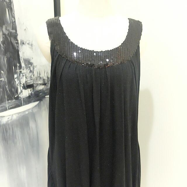 DRESS ME: Sequin Neck Dress