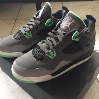Jordan 4代灰綠
