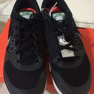 Nike 球鞋 (幫朋友代售)