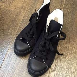 黑色高筒厚底帆布鞋