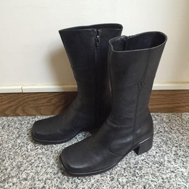 黑色真皮短靴