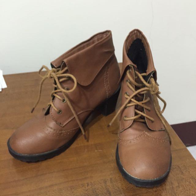 駝色低跟短靴