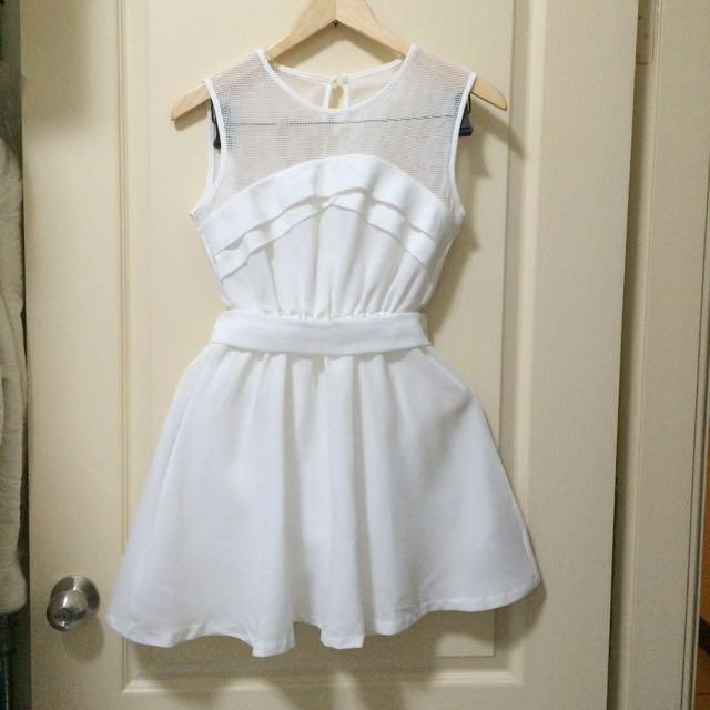 白色網紗洋洋裝