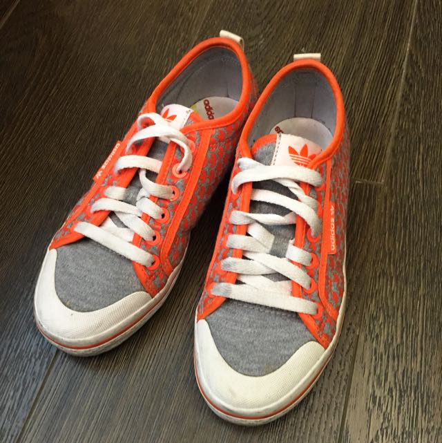 Adidas 愛迪達女休閒鞋