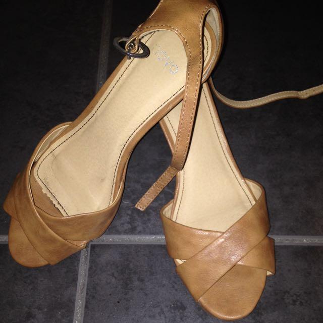Novo Sandals