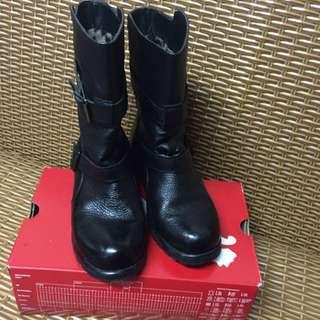牛皮黑色內刷毛軍靴23.5號